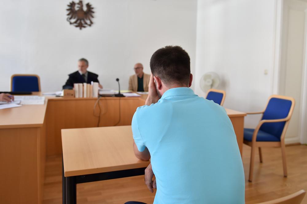 Prozess um sexuelle Belästigung von Bub (3) im Parkbad