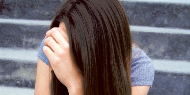 Jugendliche von Männer-Gang brutal vergewaltigt