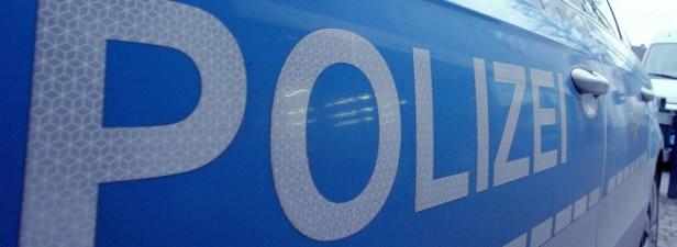 Zwei Männer bedrängen mehrere Frauen in Olsberg