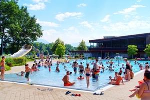 Belästigung der Badegäste in Schwimmbädern