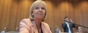 NRW-Ministerpräsidentin Hannelore Kraft (SPD) sitzt am 01.07.2016 in Düsseldorf (Nordrhein-Westfalen) im Sitzungssaal des Landtages. Kraft sagt als Zeugin im Parlamentarischen Untersuchungsausschuss zur Silvesternacht aus. Foto: Oliver Berg/dpa +++(c) dpa - Bildfunk+++