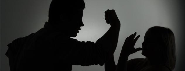 Zeugen gesucht: Junge Frau in Saalfeld von drei Männern bedrängt