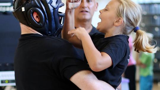 Kinder wehren sich gegen Übergriffe