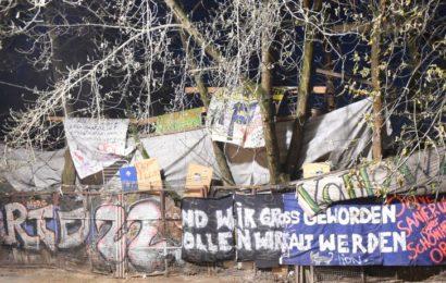 """Tote Frau im Hof des """"Köpi"""" in Berlin-Mitte entdeckt"""