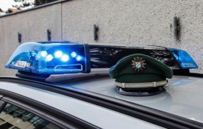 Zwei Frauen in ihrer Wohnung in Fürth überfallen