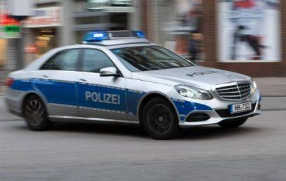 Polizisten suchen nach vermisster Kollegin