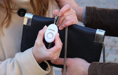 Polizei verschenkt Alarmgeräte an Frauen