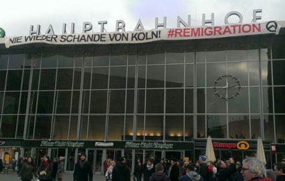 """Kurz vor Silvester Aktion an Kölner Hautbahnhof: """"Nie wieder Schande von Köln!"""""""