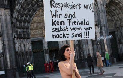 Performance zu den Übergriffen in Köln Schweizer Nacktkünstlerin Milo Moiré protestiert auf der Domplatte