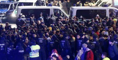Polizei setzt mehrere Hundert Männer fest