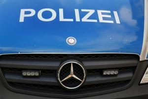 Entblößer belästigt Frau in Schneeberg