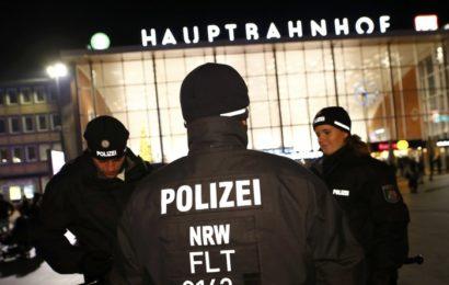 """Selektion nach Hautfarbe? Polizei in Köln mit """"Zwei-Tür-Politik"""" in der Silvesternacht"""