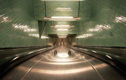 Schon wieder! Rabiater Treppen-Tritt in Berliner U-Bahnhof