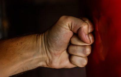Bespuckt und mit Faustschlag angegriffen