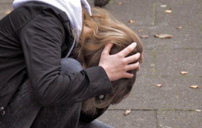 Täter locken Frau (28) mit Hilferufen in den Park