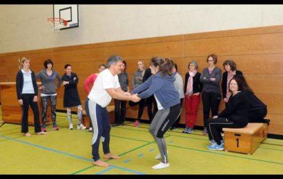 Frauen lernen in Geisenheim, wie man sich zudringliche Fassenachter vom Hals hält