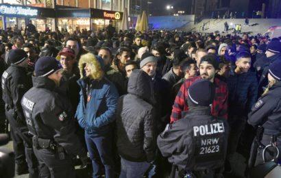 """""""Sie sollten sich schämen"""": Frau von Kölner Polizisten schreibt Simone Peter"""