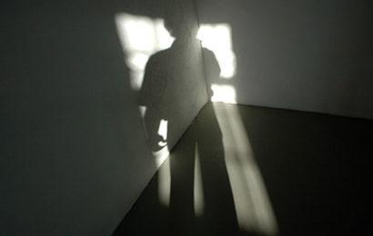 Mann begrapscht Kleinkind im Genitalbereich: Haft