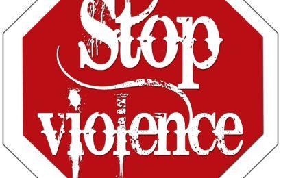 Berührt und geküsst: Frau wird in Bahn sexuell belästigt