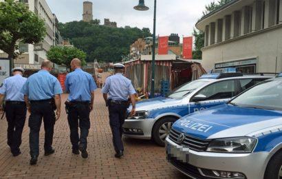 Vermummte Frauen überfallen junge Touristin