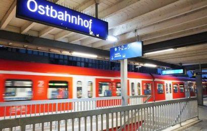 Mann belästigt zwei Frauen in S-Bahn: Polizei muss Täter Spuckschutz anlegen
