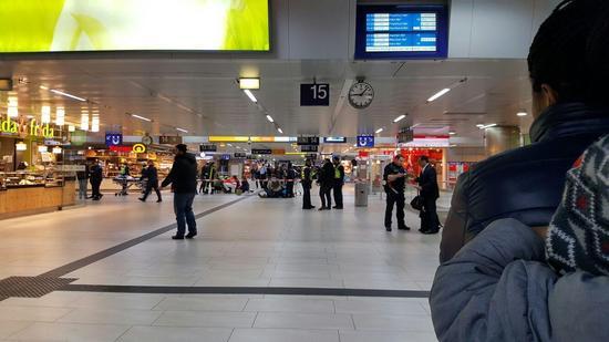 """Düsseldorfer Hauptbahnhof """"Pack doch das Ding weg"""""""