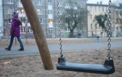 Jungsgruppe quält und schlägt Elfjährige
