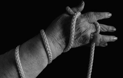 61-Jährige bei Raubversuch mit Fausthieb verletzt