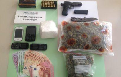 Schlag gegen die Rauschgiftkriminalität: Kokain, Marihuana, Waffen und Dealgeld