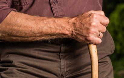 75 Jahre alten Mann Mann beraubt