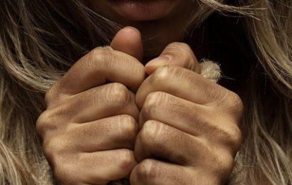 Männer fragten sie nach Zigarette: 18-Jährige in Keller gedrängt und vergewaltigt