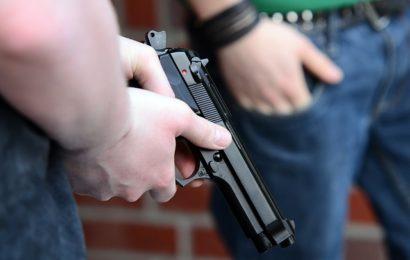 Drei Männer haben am Mittwoch in Mergelstetten einen 18-Jährigen überfallen
