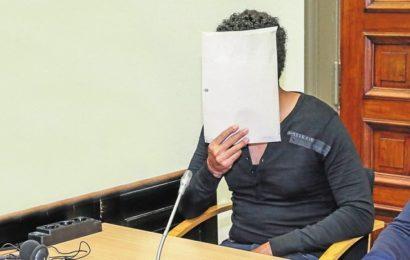 Vergewaltigung? Da lächelt der Angeklagte