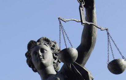 Syrer spuckt auf Richterbank und wirft mit Schuh nach Staatsanwalt