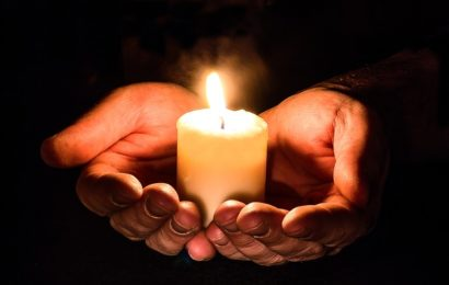 5 junge Menschen quälen Rentner (81) zu Tode