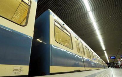 Fremder begrapscht schlafende 20-Jährige in U-Bahn