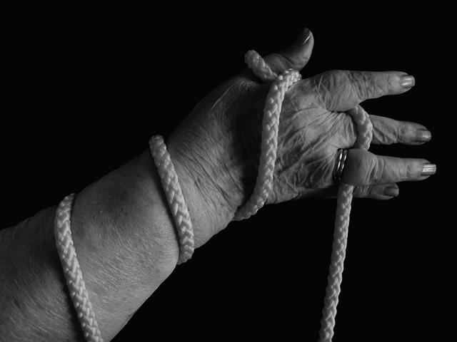 Frau zwischen die Beine gegriffen – Zeugenaufruf