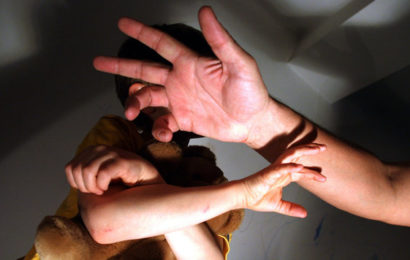 28-Jährige in Einfahrt gezerrt und vergewaltigt