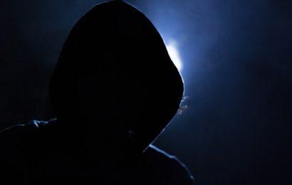 Unbekannte schlagen 39-Jähriger auf den Hinterkopf