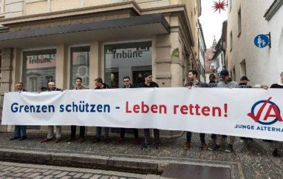 """Mord-Prozess gegen Hussein K. """"Demonstrationen vor Landgericht Freiburg"""""""