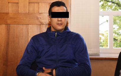 Brutalo-Knacki zerschneidet Wärter das Gesicht
