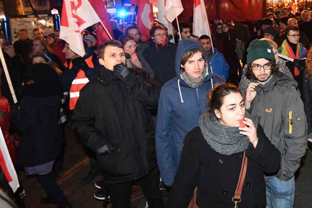 Polizist bei AfD-Demo verletzt! Das erwartet die Linken-Politikerin