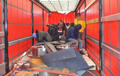 Bundespolizei findet im Lkw-Anhänger versteckte Migranten