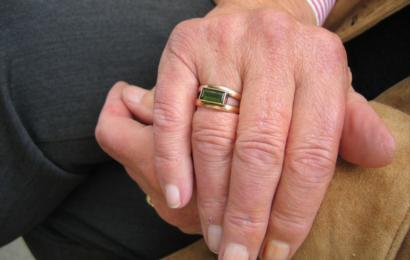 81-jähriger Frau die Handtasche geraubt