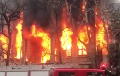 In Thessaloniki (Griechenland) brennt ein Antifa-Zentrum