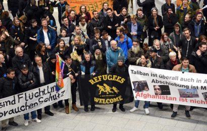 Große Proteste Abschiebeflug von Düsseldorf nach Kabul gestartet
