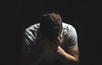 17-Jähriger im Neckarpark von unbekanntem Mann zusammengeschlagen