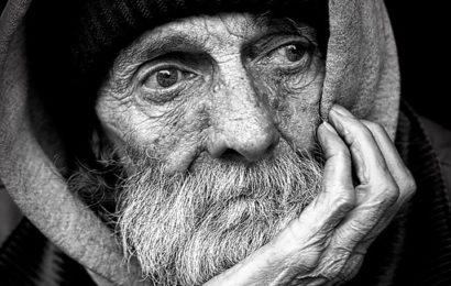 Unfassbar! Unbekannter versucht, Obdachlosen anzuzünden