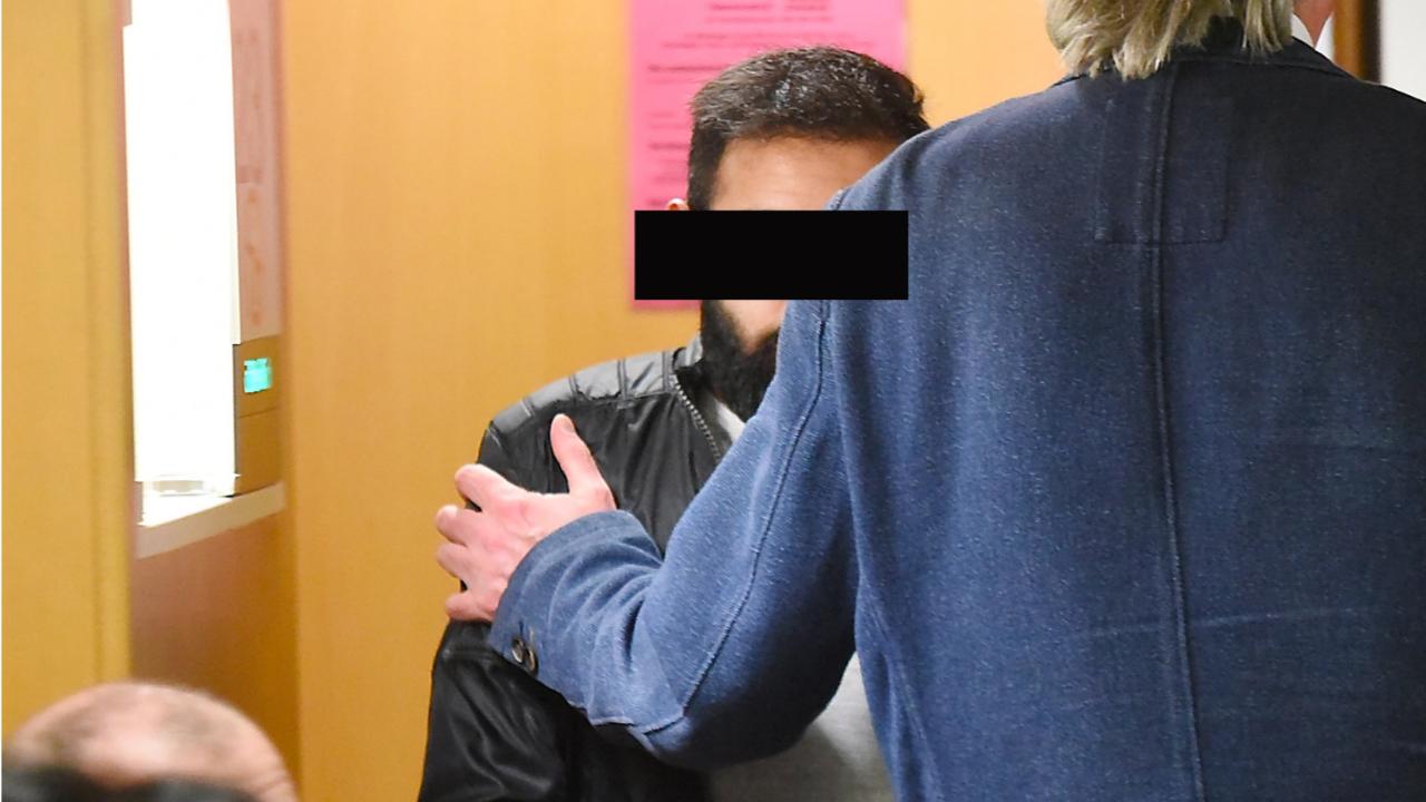 25-Jähriger fordert Nacktfotos von Mädchen (13)