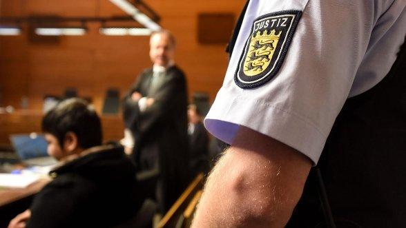 Mordprozess in Freiburg: Zweifel an Alter von Hussein K.